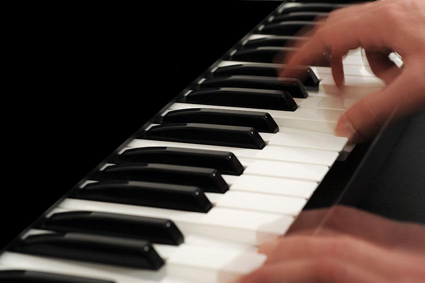 Klavierspieler in Aktion
